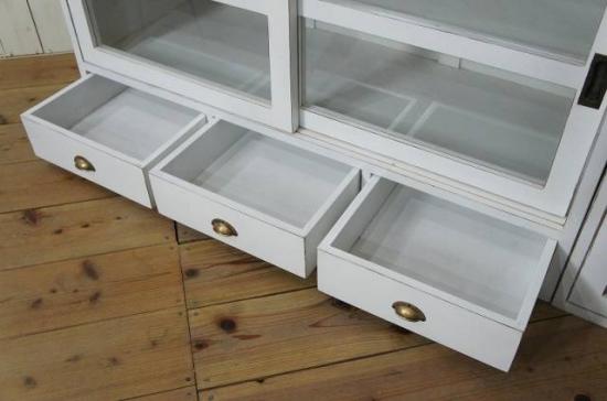 アンティーク調 食器棚キャビネット 引出し3杯