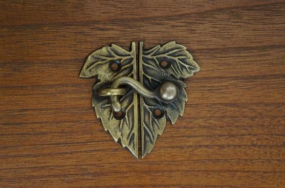 アンティーク調 真鍮製 葉っぱ型 ロック金具