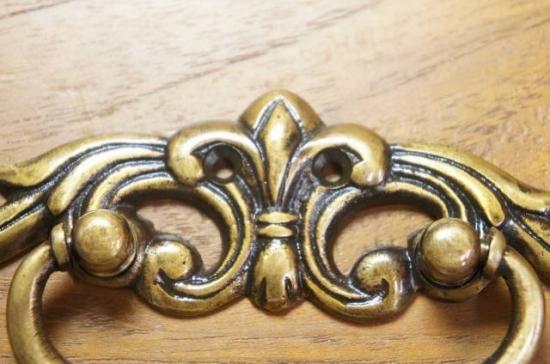 アンティーク調 ブラス 取っ手ハンドル 真鍮製 ユリ紋章